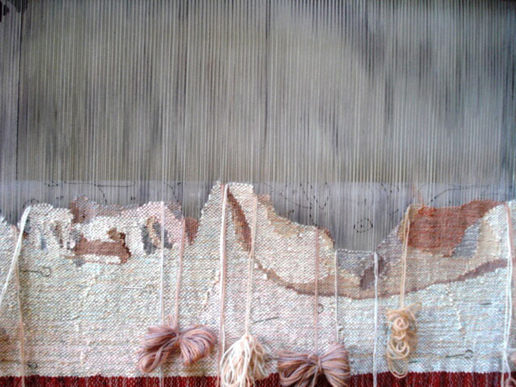 Weaving sketch fixed to the fabric with pins